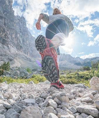 登山赛,徒步赛,山地马拉松,定向赛,自行车赛,彩虹跑,赛出风采。