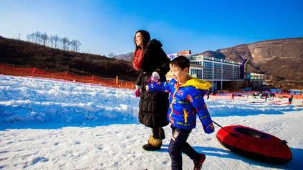 亲子一日戏雪体验营
