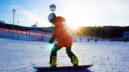 照金滑雪团建一日游
